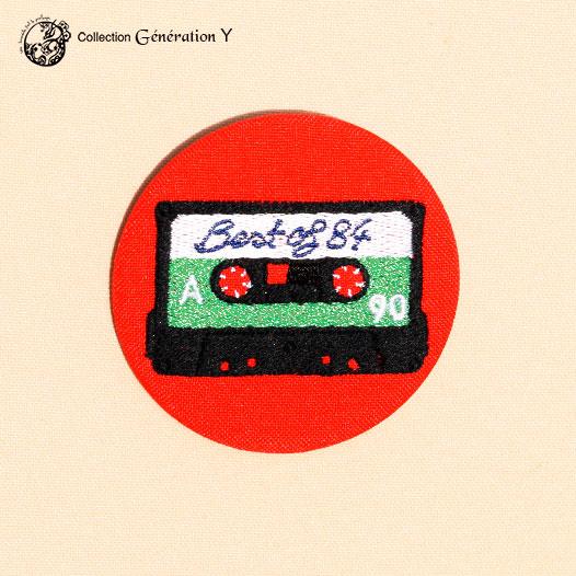 Grande broche Cassette Best off année 1984