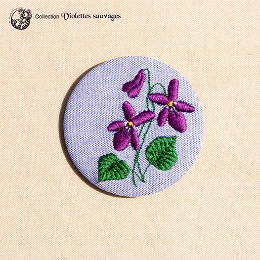 Grande broche broderie violette