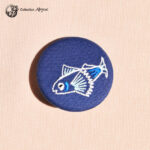 Petite broche broderie abysse poisson