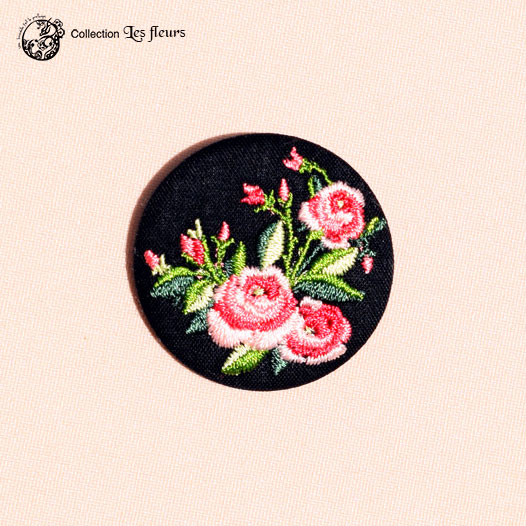 Broche brodée Les roses de Maria noir